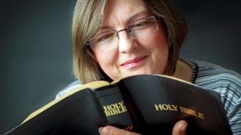 Woman enjoying her Bible (H. Riana)